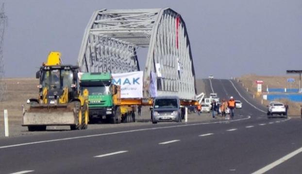 Yürüyen köprü görenleri şaşkına çevirdi
