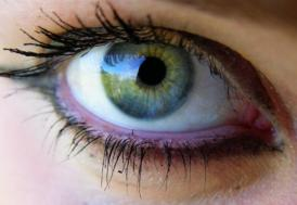 """Göz kapağı düşüklüğü baş ağrısı sebebi olabilir"""