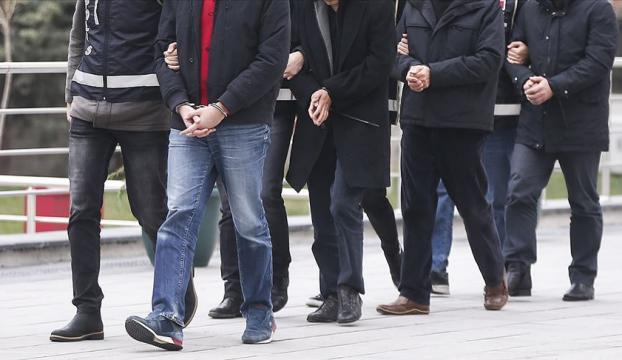 İstanbulda, 36 milyon dolarlık külçe bakırı kaldırım taşıyla değiştiren 13 şüpheli yakalandı