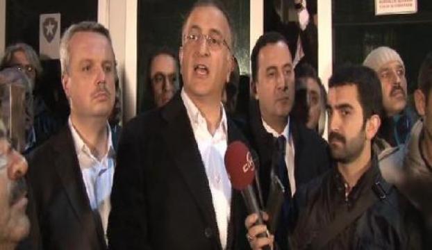 Gözaltı tweeti sonrası zaman gazetesi önünde toplandılar