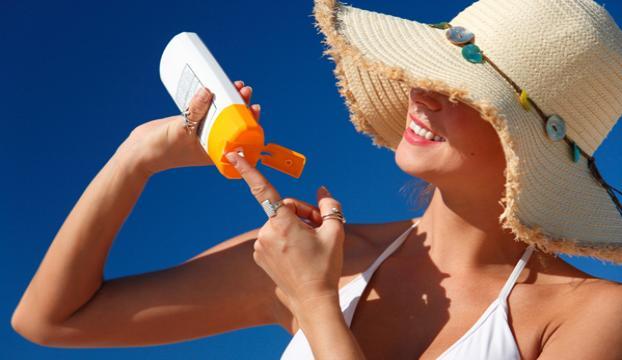 """""""Güneş koruyucusu kanser riskini azaltıyor"""""""