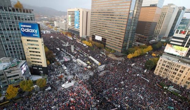 Güney Kore Devlet Başkanının istifasını istediler