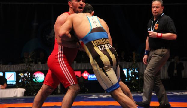 Milli güreşçiler İrana gitti