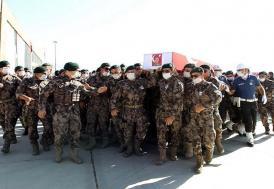 Hakkari'de zırhlı aracın devrilmesi sonucu şehit olan polisler için tören düzenlendi
