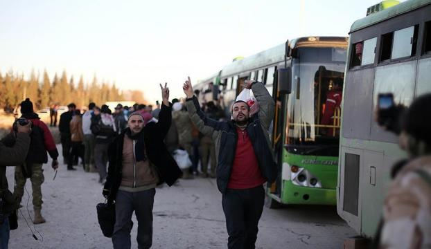 Halepten tahliyeler devam ediyor...