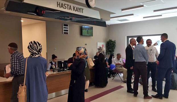 Depremden etkilenenlerin sağlık hizmetlerinde prim borcuna bakılmayacak