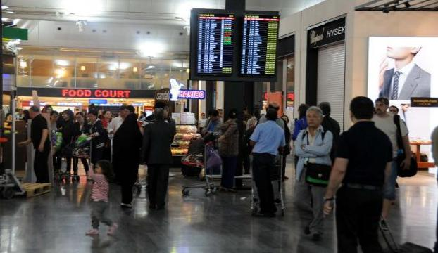 Düsseldorf havaalanında 14 Türk yolcuya sorgu