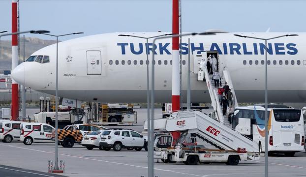 Suudi Arabistandaki 169 Türk vatandaşı THY uçağıyla İzmire getirildi