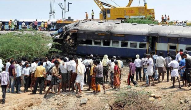 Hindistandaki tren kazasında ölü sayısı arttı