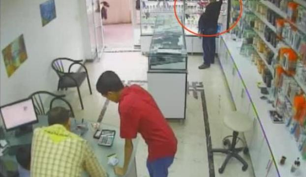 Hırsızı öyle bir şekilde yakaladı ki...