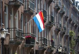 """Hollanda'da 9 yıldır bodrumda """"dünyanın sonunu"""" bekleyen aile bulundu"""