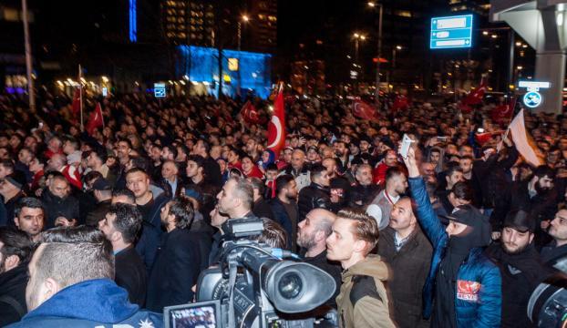Hollandada Bakan Sayanın korumalarının gözaltına alındığı bildirildi
