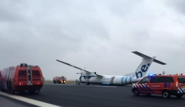Hollandada uçak pistten çıktı
