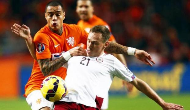 Sneijder ile Hollanda sahadan sildi