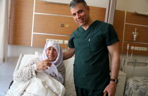 İç organlarının yerinin ters olduğunu 63 yaşında öğrendi