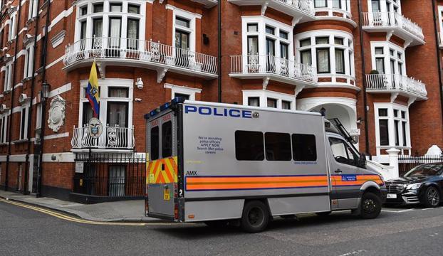 Assange gözaltına alındı