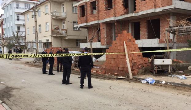 Karamanda inşaatın 4. katından düşen işçi öldü