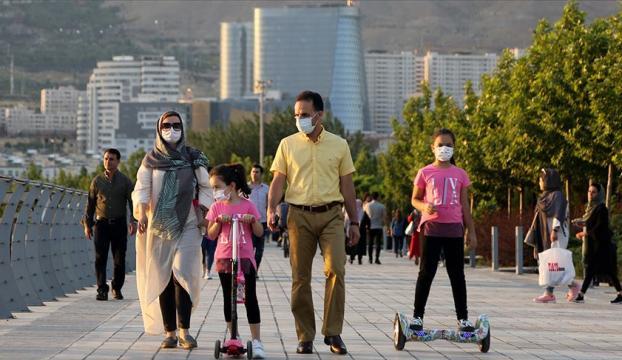 İranda son 24 saatte 239 kişi Kovid-19dan hayatını kaybetti