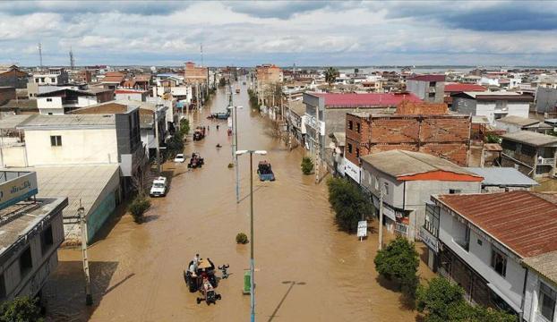 İranda sel ve yıldırım 20 can aldı