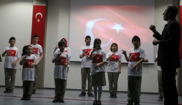 İstiklal Marşını işaret diliyle okudular