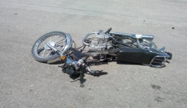Kamyonla motosiklet çarpıştı