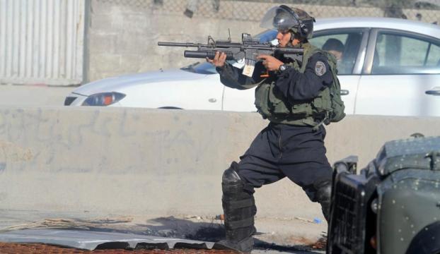 3 İsrailliyi bıçaklayan Filistinli vuruldu