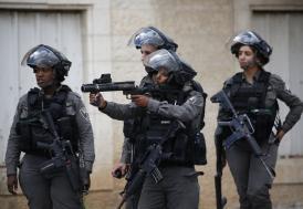İsrail güçleri Filistinli Bakanı evine baskın düzenleyerek gözaltına aldı