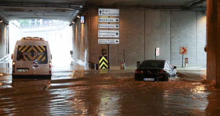 İstanbul'daki fırtınanın bilançosu