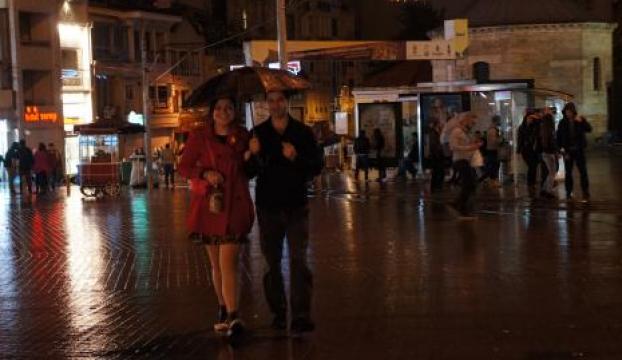 İstanbulda beklenen yağış gece başladı