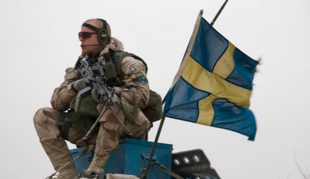 İsveçte erkek ve kadınlar için zorunlu askerlik başlıyor