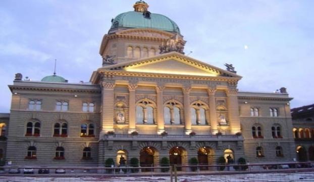 İsviçre Parlamentosunda çıplak fotoğraf krizi