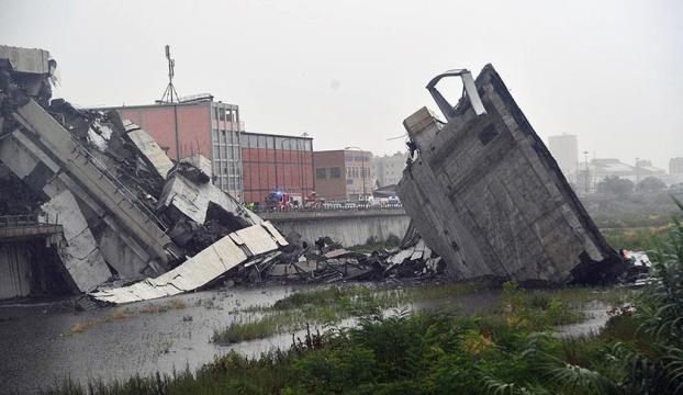 İtalyada otoyol köprüsü çöktü: 11 ölü