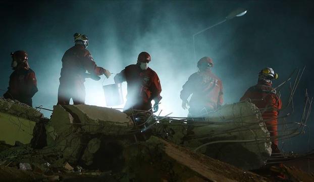 İzmirdeki depremde can kaybı 79 oldu