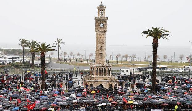 İzmir şehitlerini son yolculuğuna uğurladı