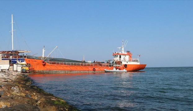 İzmirde bir gemide 276 sığınmacı yakalandı
