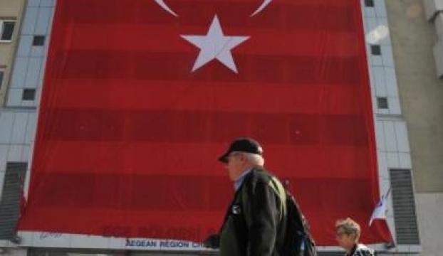 İzmirin en büyük Türk bayrağı EBSOdan