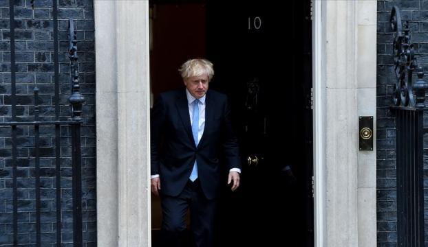 İngiltere Başbakanı Johnson risk aldı, tarihi zafer kazandı