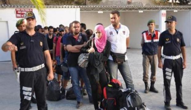 Kaçaklar denize ulaşamadan yakalandı