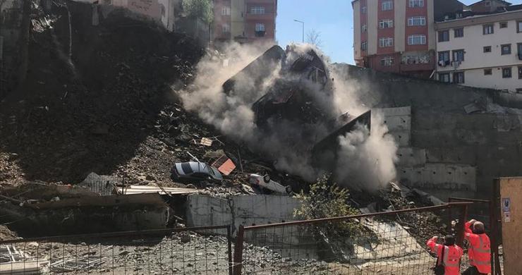 Kağıthane'de bina çöktü