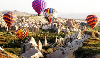 Kapadokya'da sıcak hava balonları yeniden havalandı