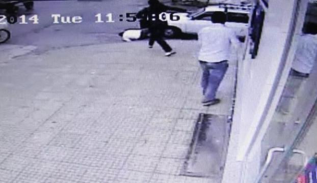 Kapkaççı sert kadına çarptı