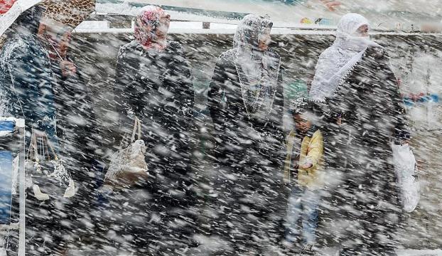 İstanbulun yüksek kesimlerinde kar yağışı