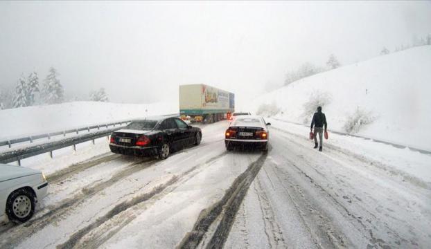 Malatya-Kayseri kara yolu yoğun kar nedeniyle ulaşıma kapandı