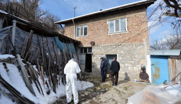 Karabükte yaşlı çift evlerinde ölü bulundu