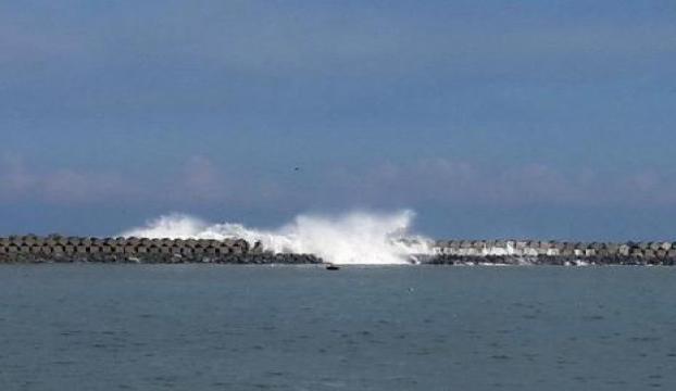 Karadenizdeki dev dalgalar korkuttu