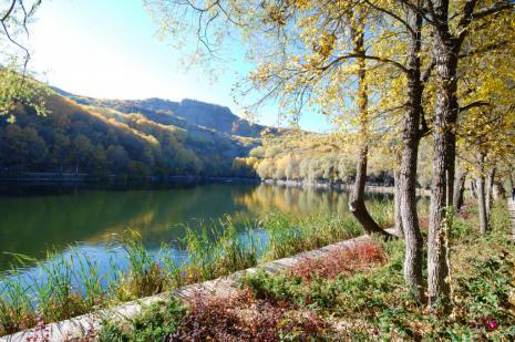 """Karagöl'de sonbaharda """"renklerin senfonisi"""" yaşanıyor"""