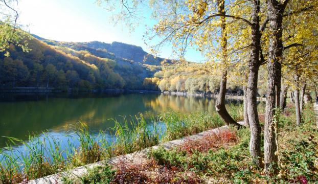 """Karagölde sonbaharda """"renklerin senfonisi"""" yaşanıyor"""