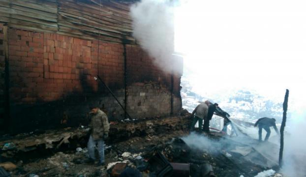 Karamanda ev yangını: 3 ölü