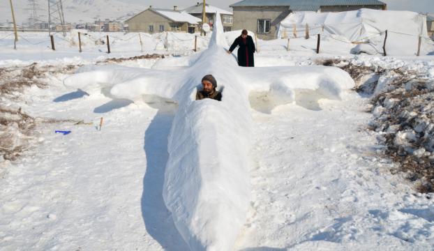 Kardan savaş uçağı yaptı