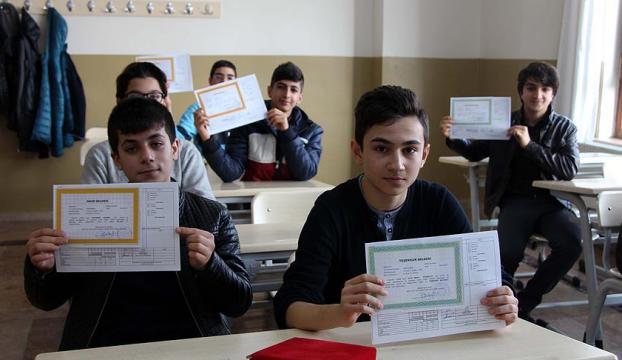 İstanbulda 2 milyon 741 bin öğrenci karne aldı